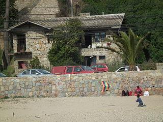 La Casa Dubournais desde la playa de El Quisco.