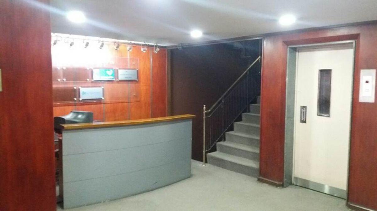 Oficina en arriendo en santiago goplaceit for Horario oficina santa lucia