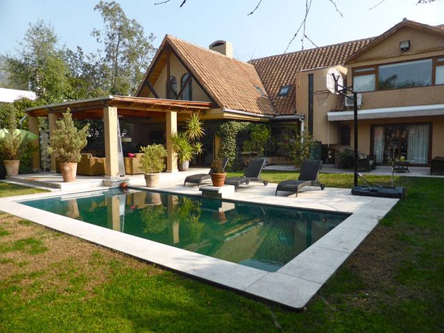Casa en venta en lo barnechea santiago goplaceit for Casas en chile santiago
